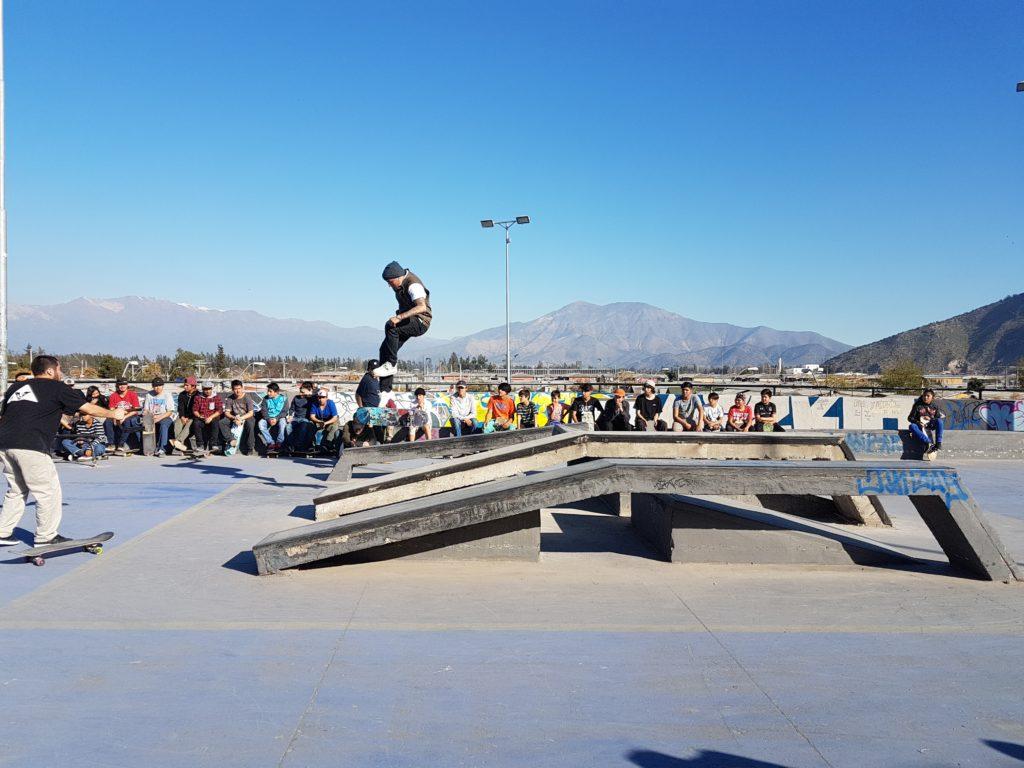 Skatepark en Puente Alto. Brillante demostración de este atractivo deporte que estará en los próximos Juegos Olímpicos